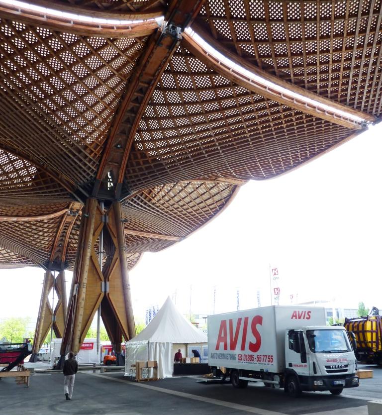 Zentraler Stand: Unter dem größten Holzdach der Welt war der VHI-Pavillon und die angegliederte Ausstellung für alle Messebesucher sofort sichtbar.